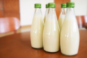 Arla milk price drops in June